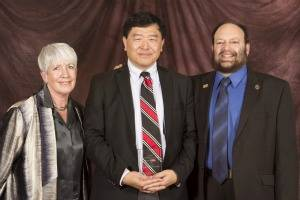Prof. William Tong is CSUPERB Tong, received the CSU Andreoli Faculty Service Award for his Novel Laser Research